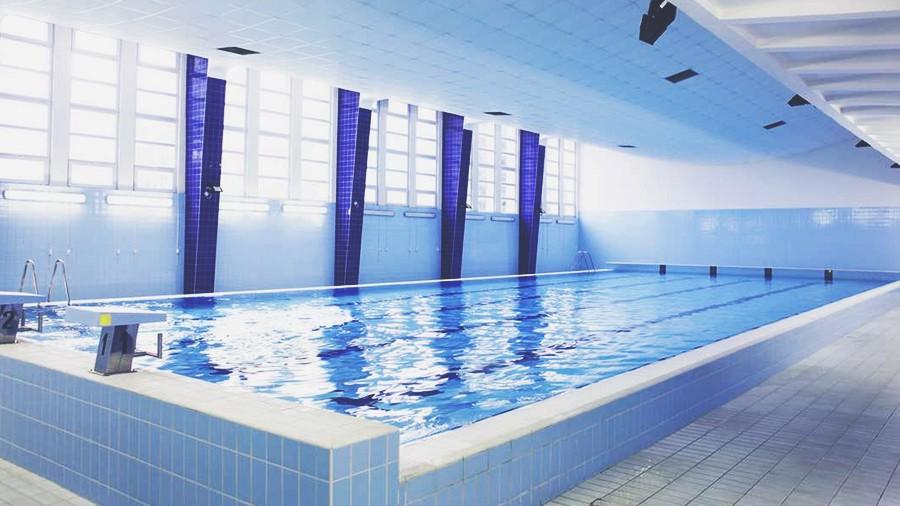 Хлор в воде бассейна способен медленно убивать